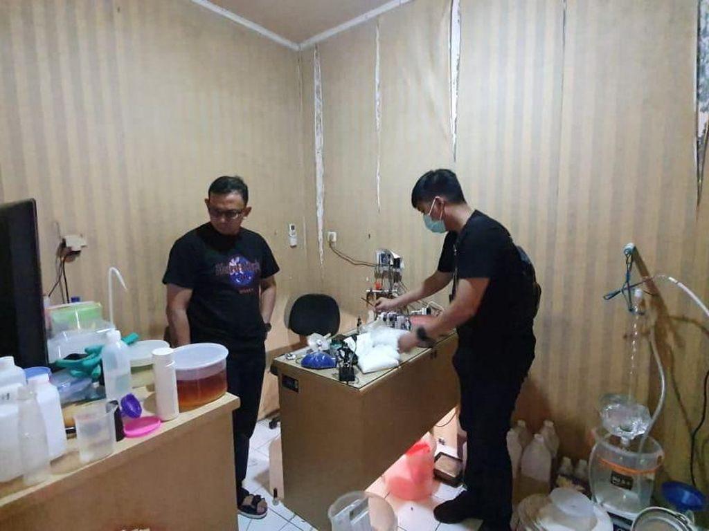 Polisi Gerebek Home Industry Sabu di Jakbar, 1 Tersangka Ditangkap