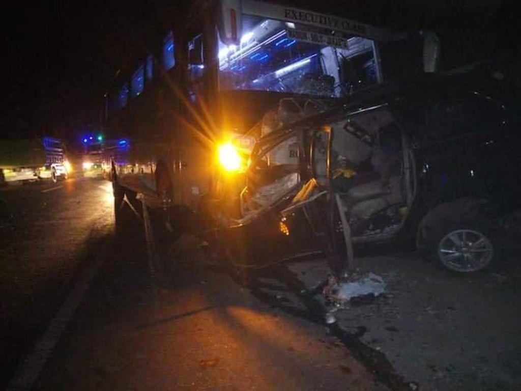Korban Tewas Kecelakaan Bus dan Mobil di Semarang Tambah Jadi 7 Orang