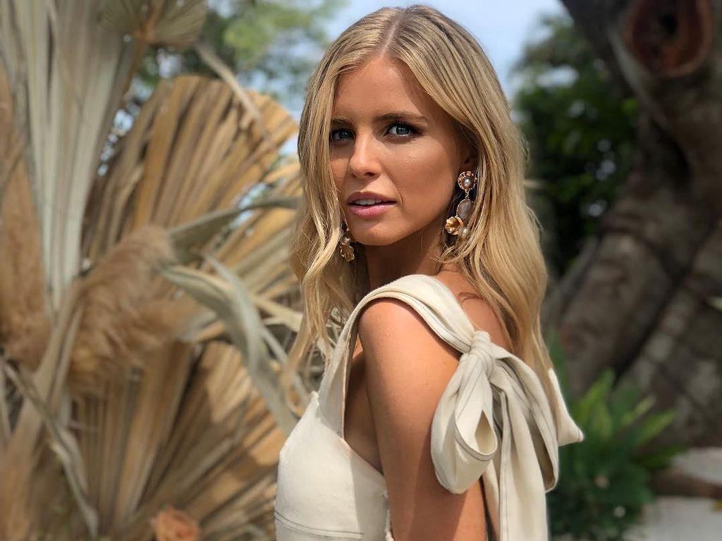 Pengakuan Eks Miss Universe Aussie Tepis Telantar di Bali