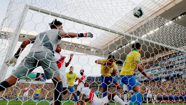 Momen gol pembuka Brasil di laga melawan Peru.