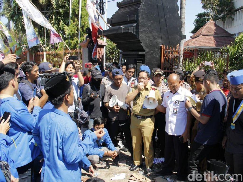 Demo Tolak PPDB Zonasi, Mahasiswa Ditemui Sekretaris Dinas Pendidikan Jatim