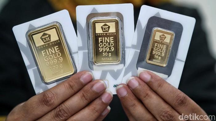 Logam mulia atau emas batangan milik PT Aneka Tambang Tbk (Antam) hari ini dijual Rp 702.000/gram. Harga ini terbesar dalam sejarahnya.