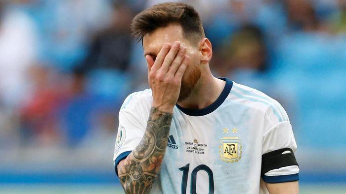 Lionel Messi kurang bersinar meski Argentina mengalahkan Qatar 2-0 di Copa America 2019. (Foto: Diego Vara / Reuters)
