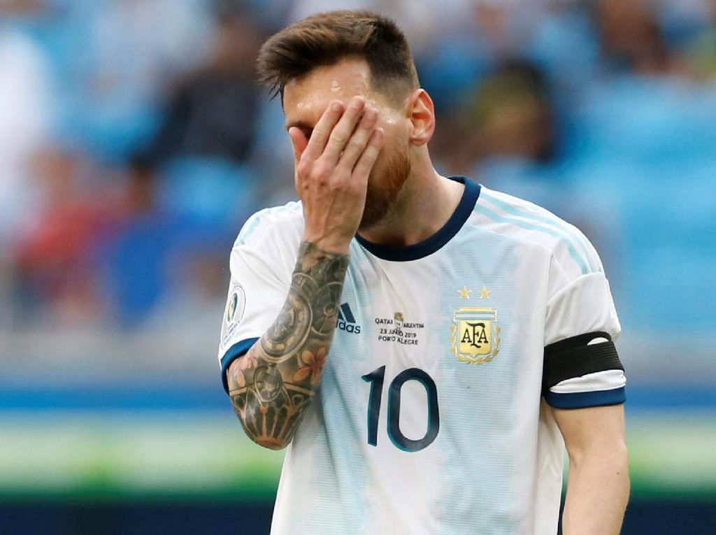 Argentina Menang dan Lolos, tapi Messi Kurang Menggigit