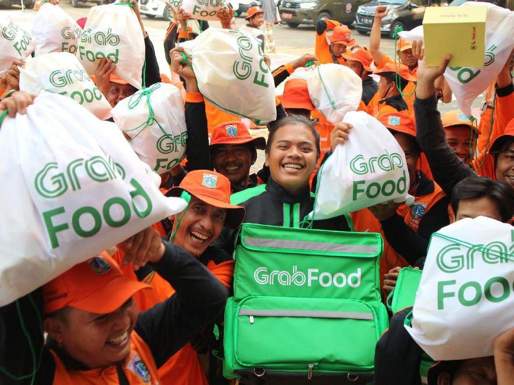 HUT Jakarta, GrabFood Beri Sembako ke 500 Pasukan Oranye