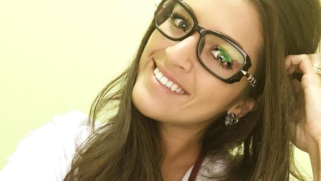 Pesona Natalia, Dokter Cantik Penakluk Hati Kiper Brasil Alisson Becker