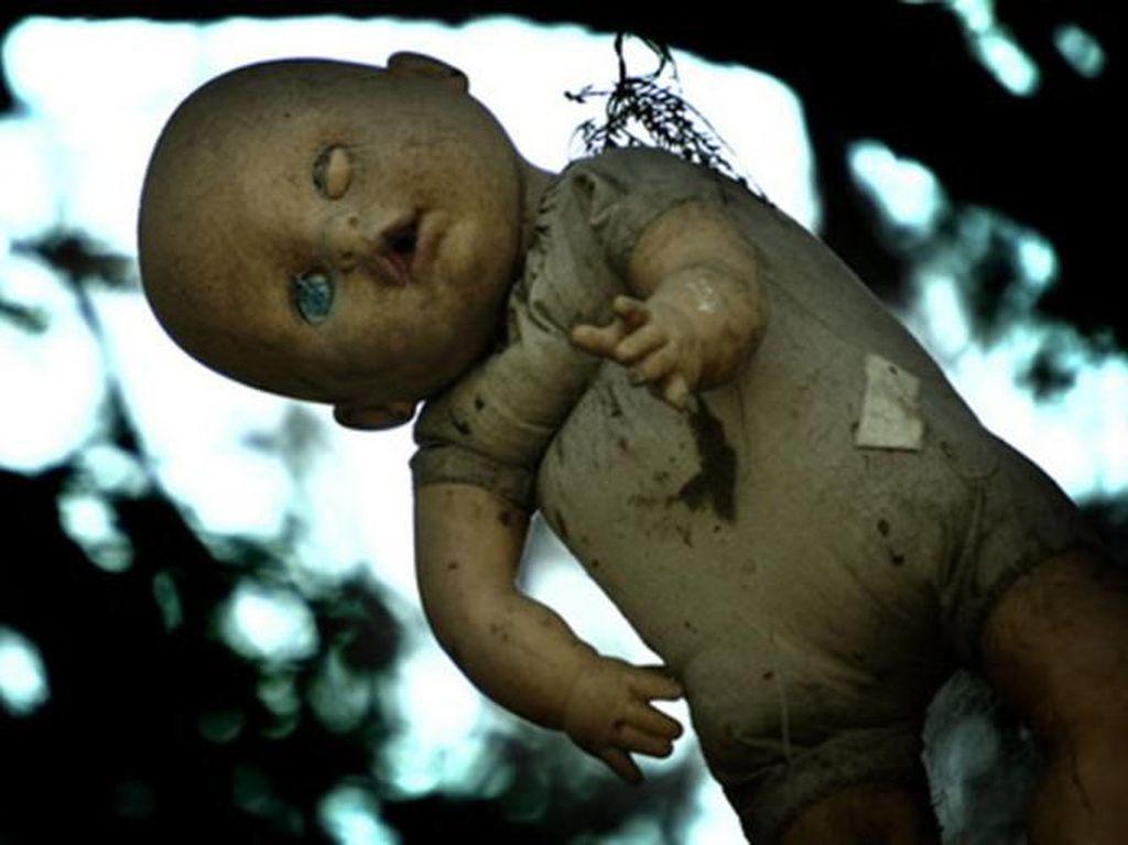 Ini Pulau Boneka yang Bagaikan di Film Horor, Berani Lihat?