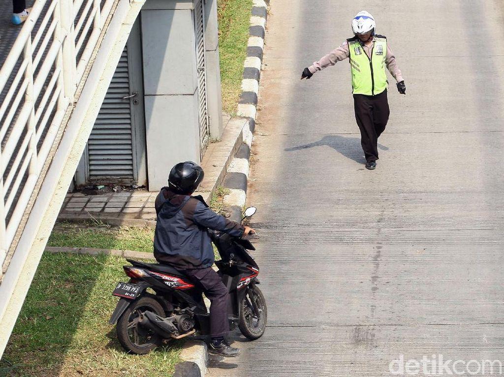 Terobos Jalur Busway Pemotor Nakal Diciduk Polisi