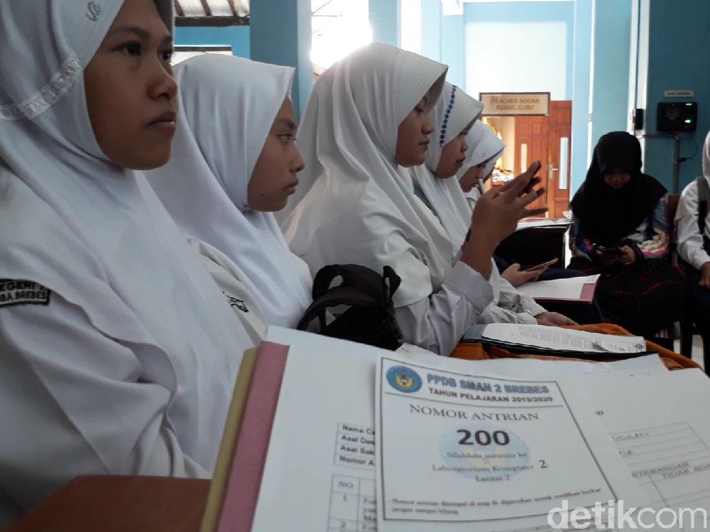 Banyak Lulusan SMP di Brebes Tetap Mendaftar di SMA Lintas Zona