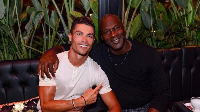 Cristiano Ronaldo bertemu dengan Michael Jordan saat liburan (Instagram @cristiano)