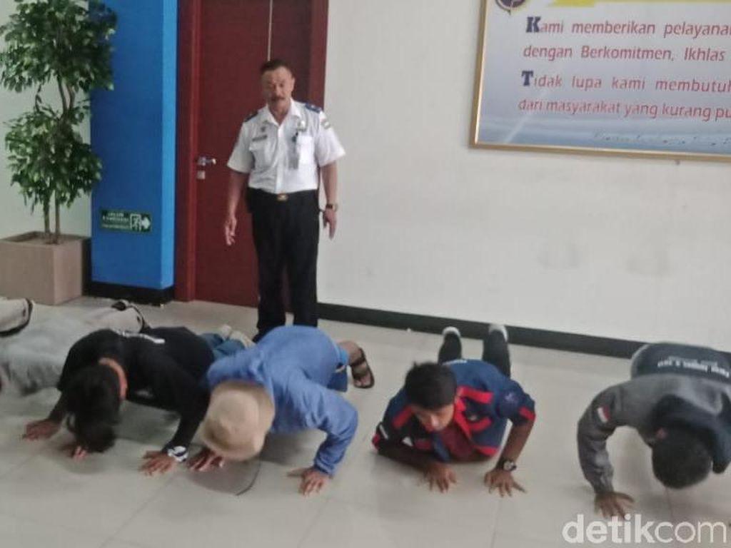 6 Remaja Kulon Progo Dihukum Push Up di Terminal Solo Gegara Ini