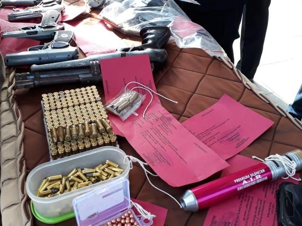 Polisi Bandung Tangkap Pemilik 4 Senjata Api dan Ratusan Peluru