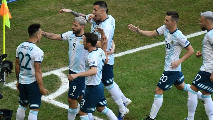 PORTO ALEGRE, BRAZIL - JUNE 23: Lautaro Martinez of Argentina celebrates with teammates after scoring the opening goal during the Copa America Brazil 2019 group B match between Qatar and Argentina at Arena do Gremio on June 23, 2019 in Porto Alegre, Brazil. (Photo by Pedro Vilela/Getty Images)