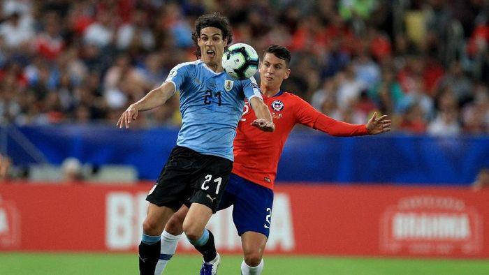 Edinson Cavani melesakkan gol kemenangan untuk Uruguay. (Foto: Buda Mendes/Getty Images)
