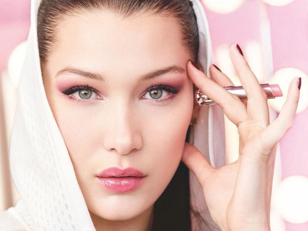 Potret Cantik Bella Hadid Jadi Model Dior Sebelum Diboikot Netizen Arab