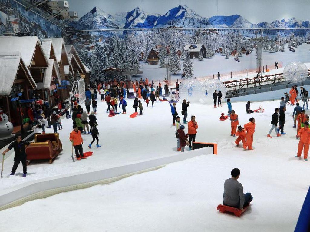 Main Ski di Trans Snow World Bekasi Serasa di Pegunungan Salju