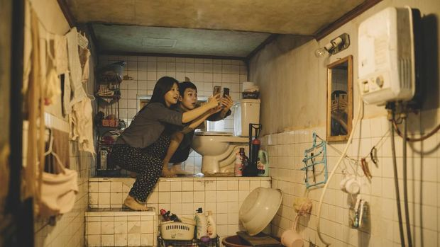 Kondisi kehidupan keluarga Kim di film 'Parasite'.