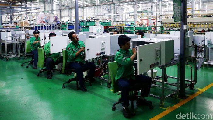 Ilutrasi pabrik di Jawa Barat/Foto: Grandyos Zafna