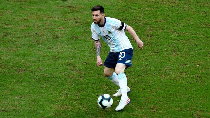 Lionel Messi mengkritik kondisi lapangan di Copa America 2019. (Foto: Pedro Vilela/Getty Images)
