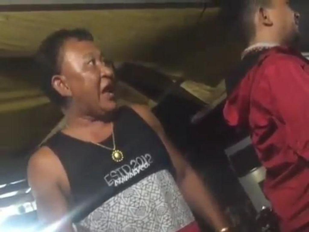 Oknum Polisi yang Memaki Pedagang Nasi Bebek Dihukum Hormat Bendera