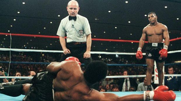 Fenomena bolos gereja pernah terjadi di era Mike Tyson.