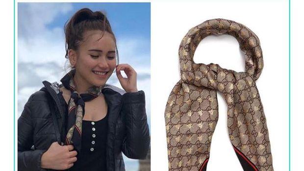 Ayu Ting Ting memakai scarf dari Gucci