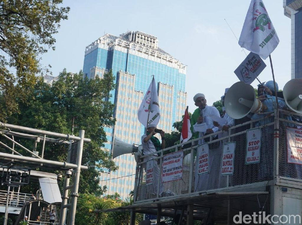 Video Massa Aksi Kawal MK Bubarkan Diri, Besok Kembali Lagi