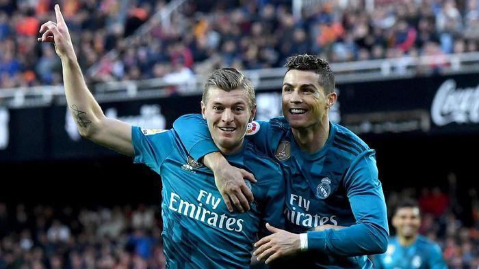 Toni Kroos menilai transfer Cristiano Ronaldo membahagiakan si pemain juga Real Madrid. (Foto: David Ramos / Getty Images)