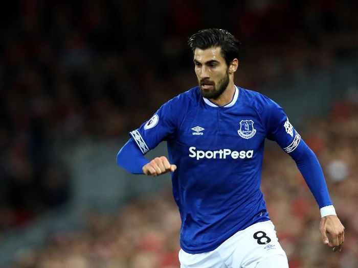 LIVERPOOL, ENGLAND - DECEMBER 02: Andre Gomes of Everton in action during the Premier League match between Liverpool FC and Everton FC at Anfield on December 02, 2018 in Liverpool, United Kingdom. (Photo by Clive Brunskill/Getty Images)