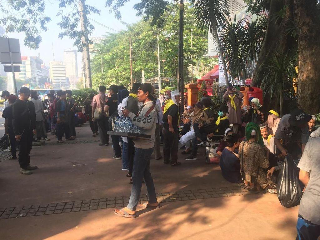 Video Massa Aksi Kawal MK Berdatangan ke Patung Kuda