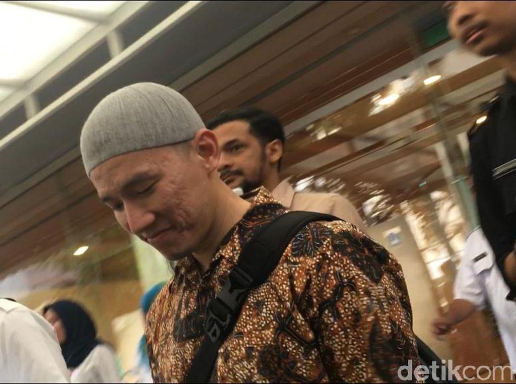 Tak Sangka Kakak Akhirnya Ucap Syahadat, Felix Siauw Seperti Tertampar