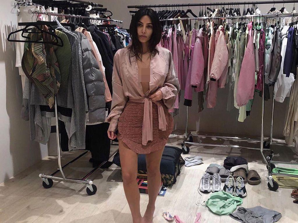 Kim Kardashian Rilis Pakaian Dalam dengan Merek Kimono