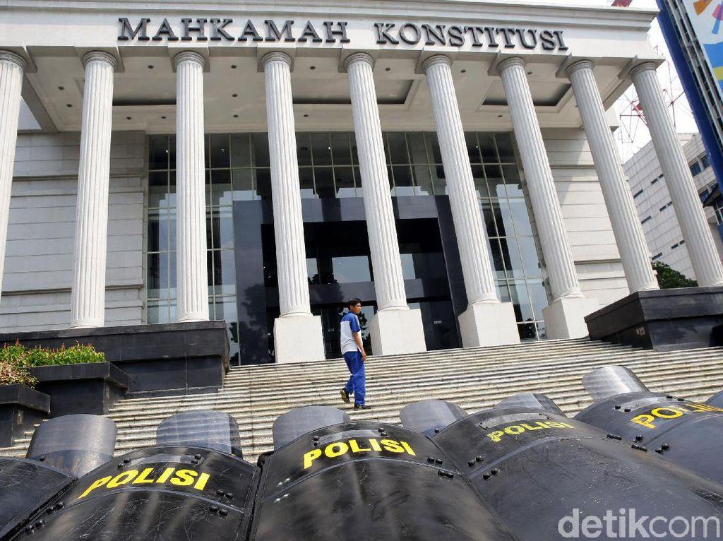 Tuding Rekan Separtai Sebar Politik Uang, Caleg Gerindra Gugat ke MK