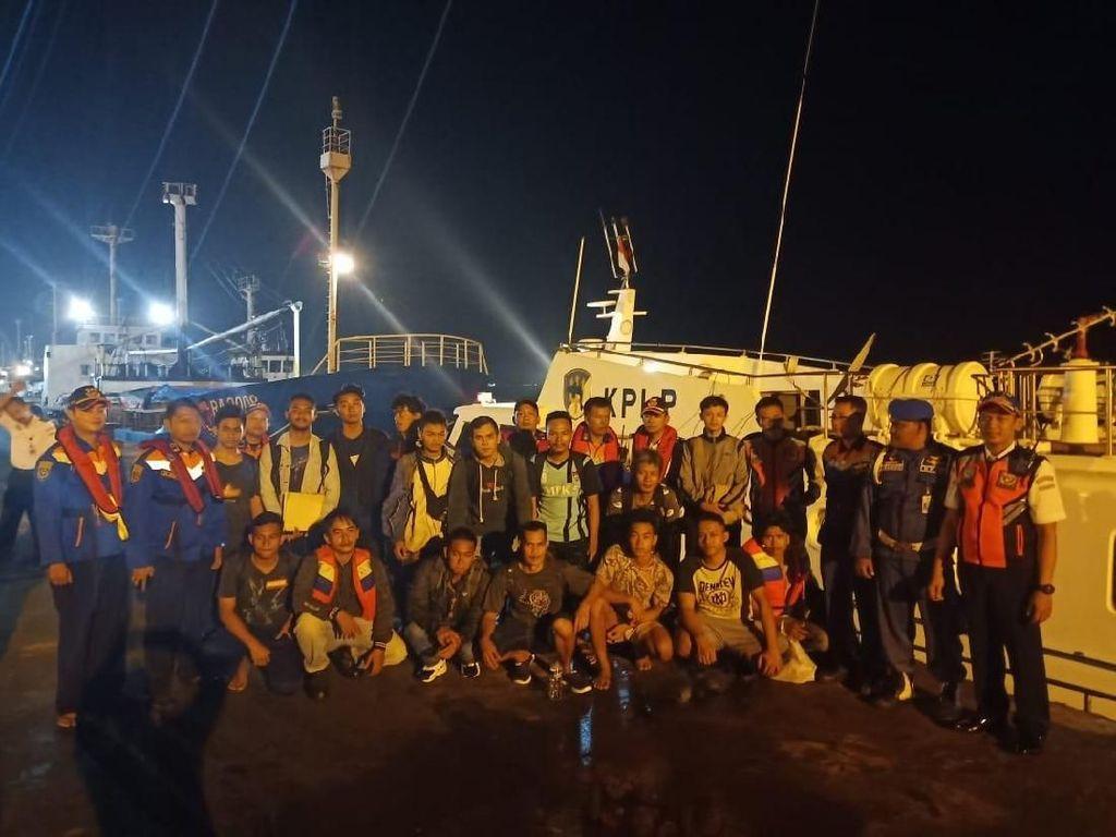 Kapal Bermuatan 1.100 Ton Pupuk Tenggelam di Tuban, 16 ABK Selamat