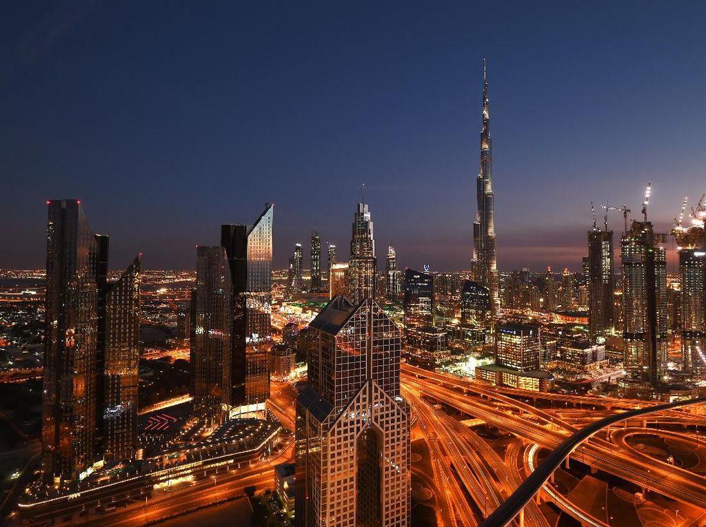 Memburu Keindahan Kota di Kala Malam Lewat Bidikan Kamera