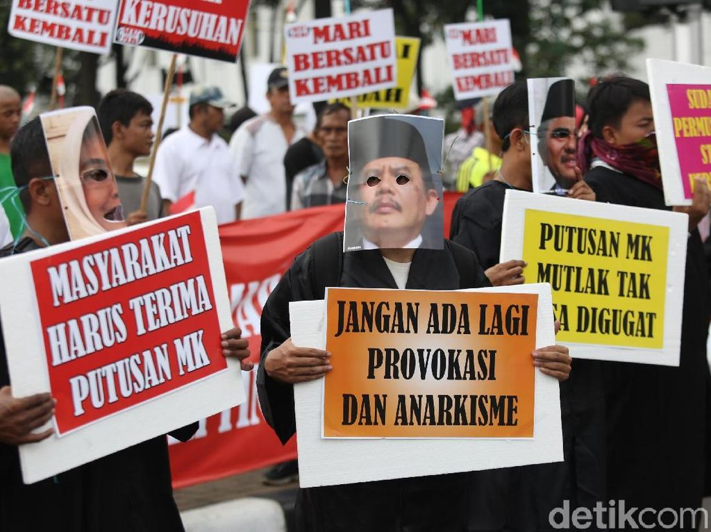 Aksi Dukung MK dan Ajak Masyarakat Hormati Putusan