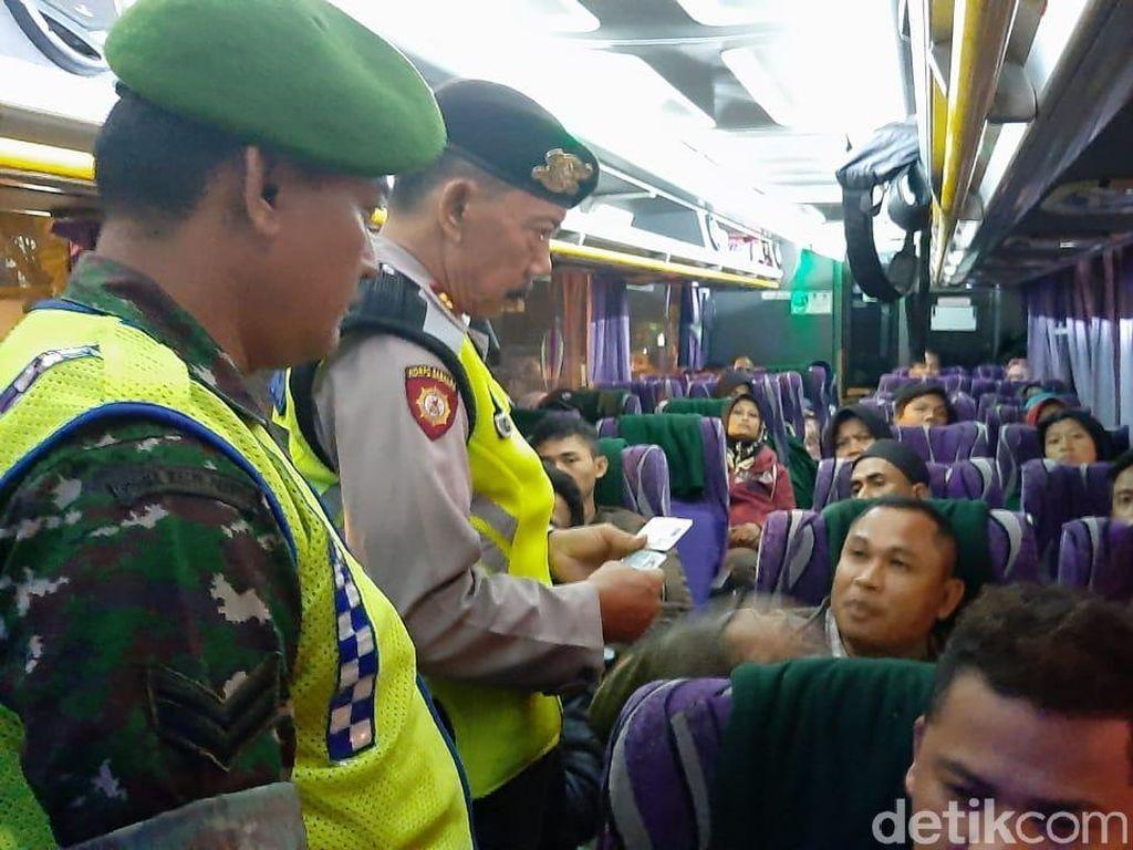 Antisipasi Pengerahan Massa ke Jakarta, Polisi Sekat 3 Titik di Tuban
