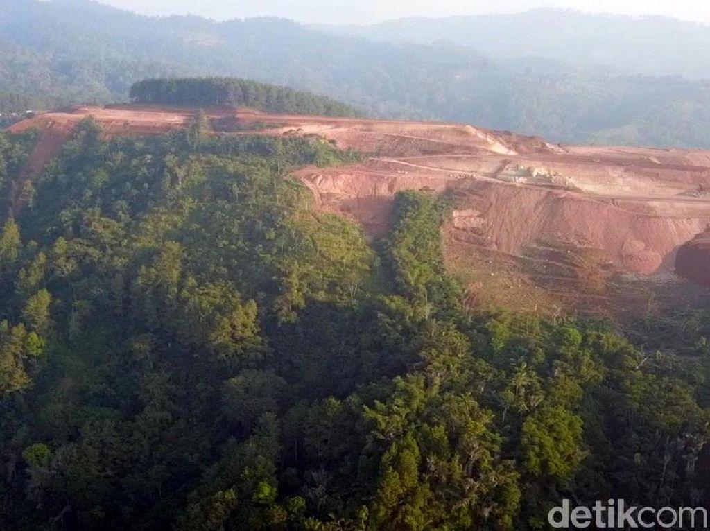 Warga Sukabumi Protes Pembangunan Kandang Ayam di Atas Bukit Bongas