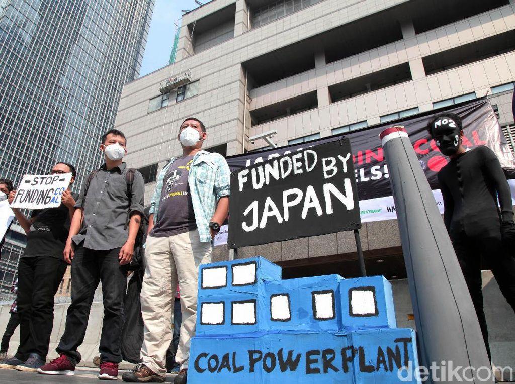 Para Aktivis Geruduk Kedubes Jepang Jelang KTT G20 di Osaka