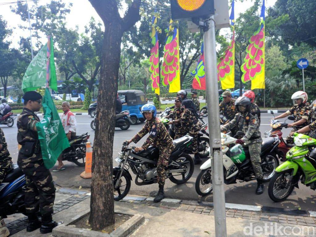 Video Banser Sambangi Balai Kota DKI, Protes Ceramah Felix Siauw