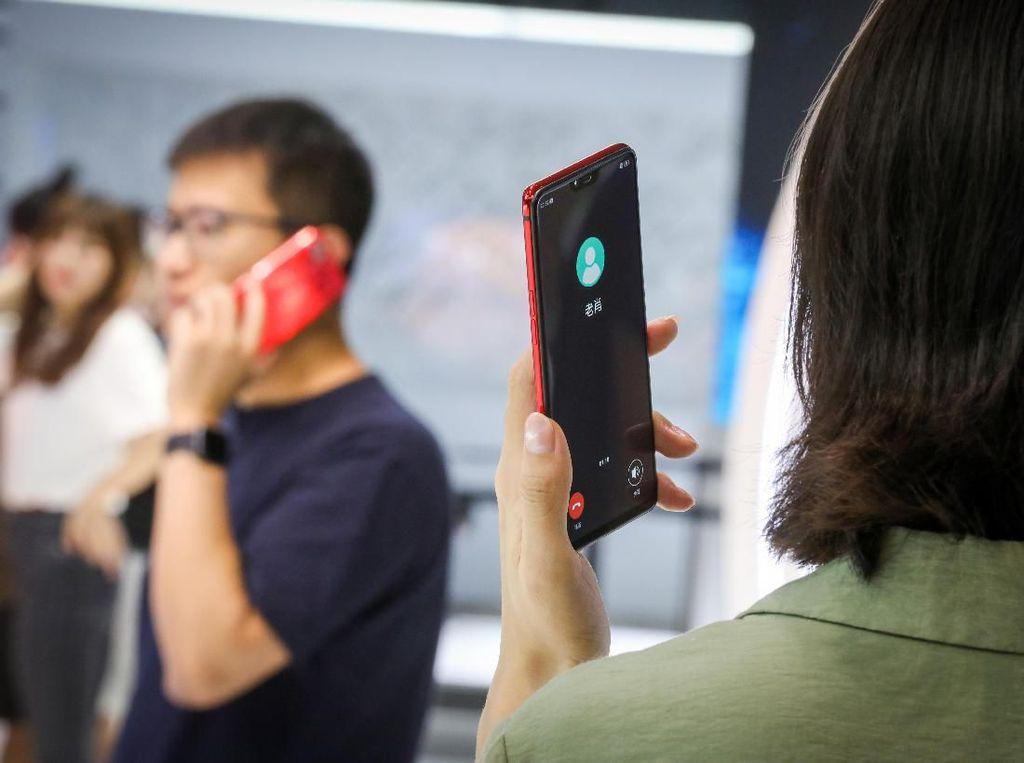 Oppo Rilis Teknologi Mirip Walkie Talkie Tapi Lebih Canggih
