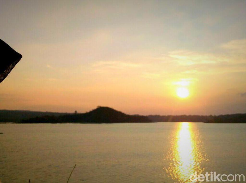 Menikmati Romantisme Senja di Cirebon