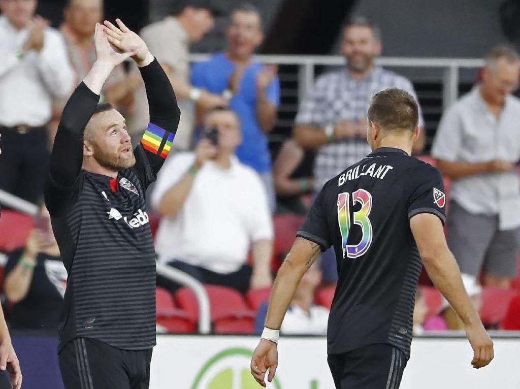 Wow! Rooney Bikin Gol Spektakuler Jarak Jauh di MLS