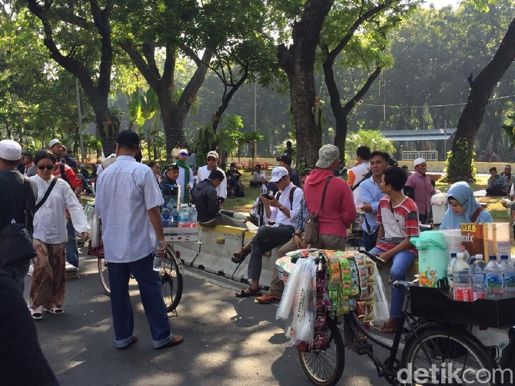 Cerita Pedagang Dapat Rezeki Nomplok di Aksi Kawal Sidang MK