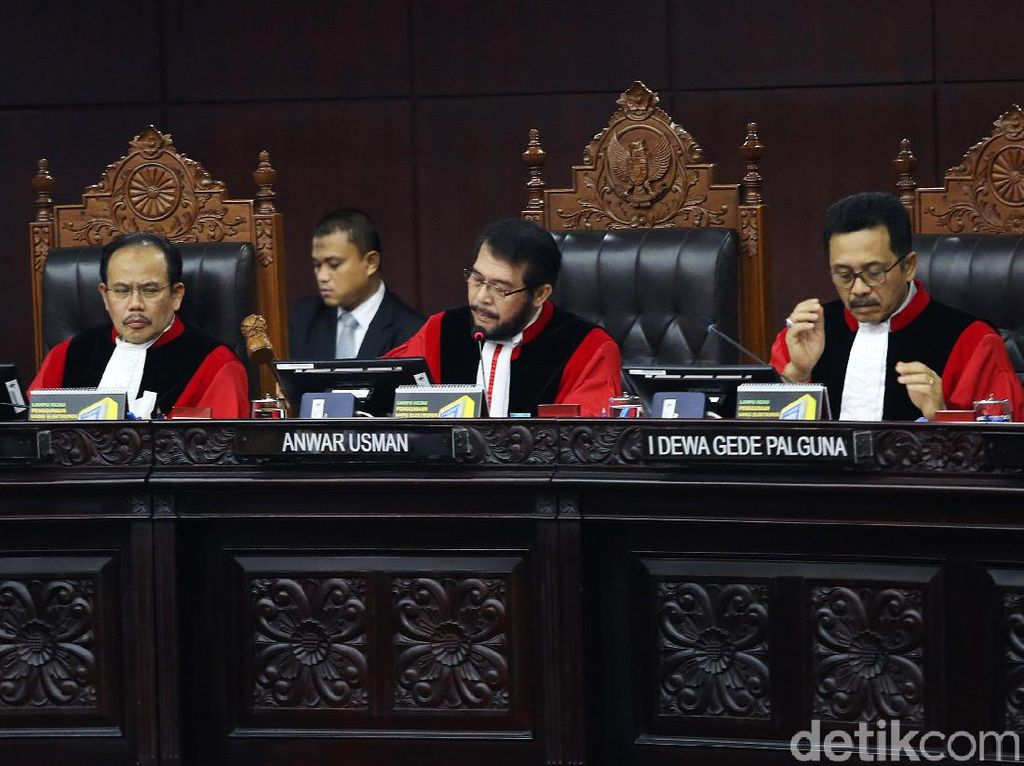 Menilik Kembali Putusan MK hingga Tanggapan Jokowi-Prabowo