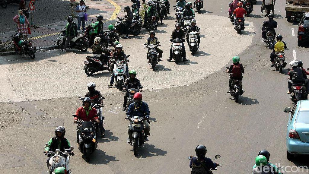 Jalan Dialihkan, Arus Lalu Lintas di Jl Veteran Semrawut