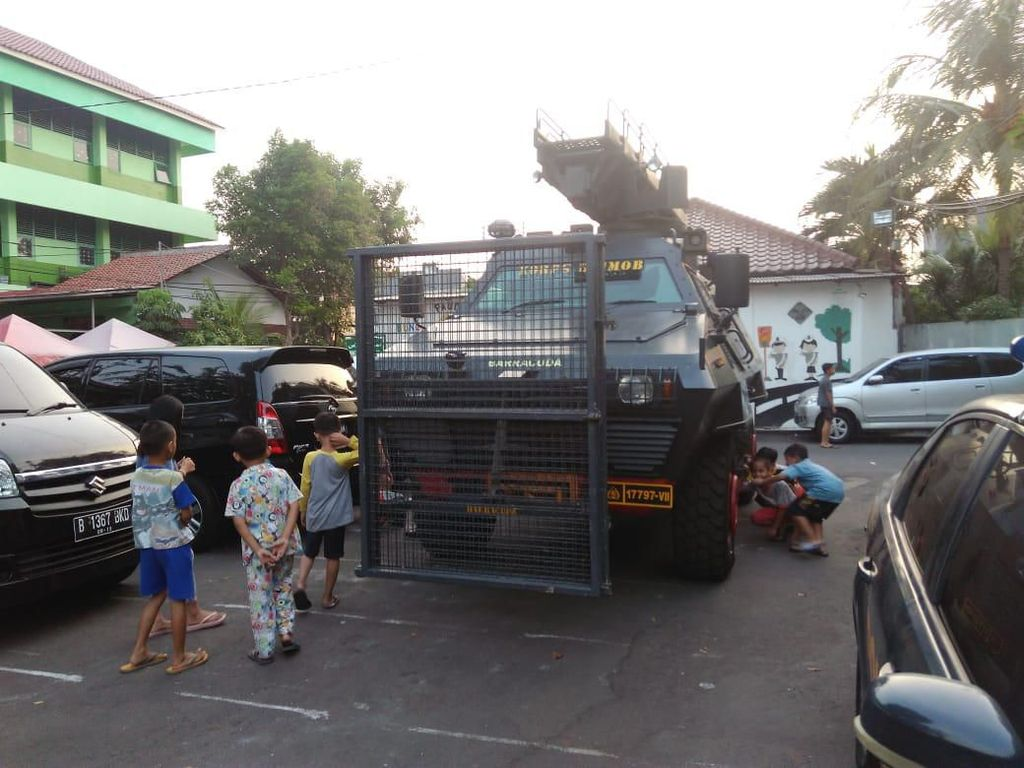 Barracuda Siaga di Depan Asrama Brimob Petamburan Jelang Putusan MK