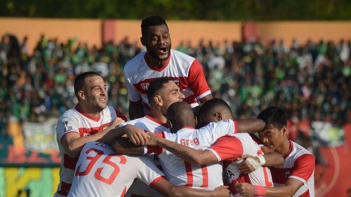 Madura United menjamu Persib Bandung dalam lanjutan Liga 1 2019 hari ini. (ANTARA FOTO/Saiful Bahri)