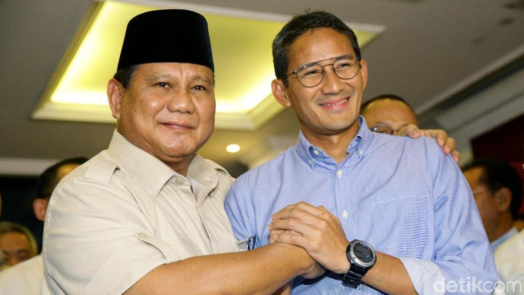 Semringah Banget! Prabowo-Sandiaga Kompak Salam Komando