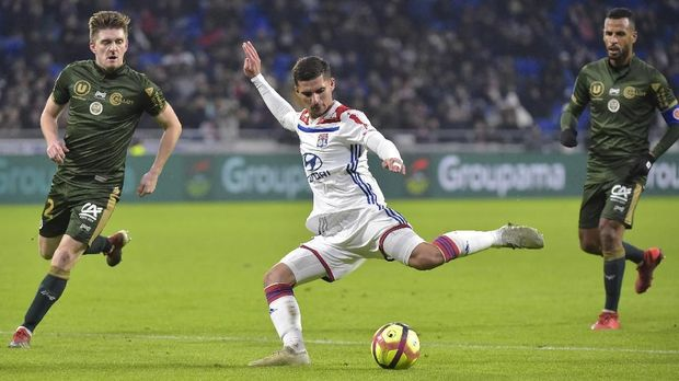 Lyon's French midfielder Houssem Aouar kicks the ball  during the French L1 football match between Lyon (OL) and Reims (SR) on January 11, 2019, at the Groupama Stadium in Decines-Charpieu, near Lyon, central-eastern France. (Photo by ROMAIN LAFABREGUE / AFP)